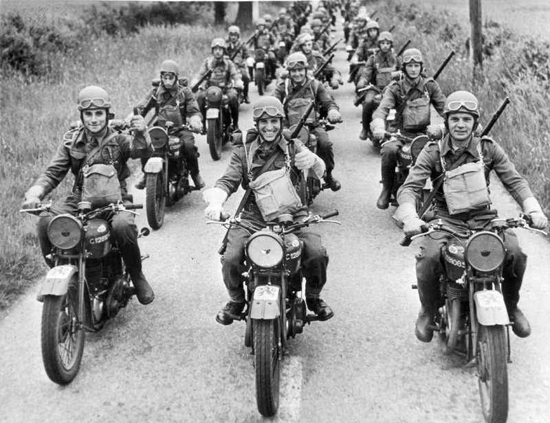 1941-czech-army-motorcycles-england.jpg